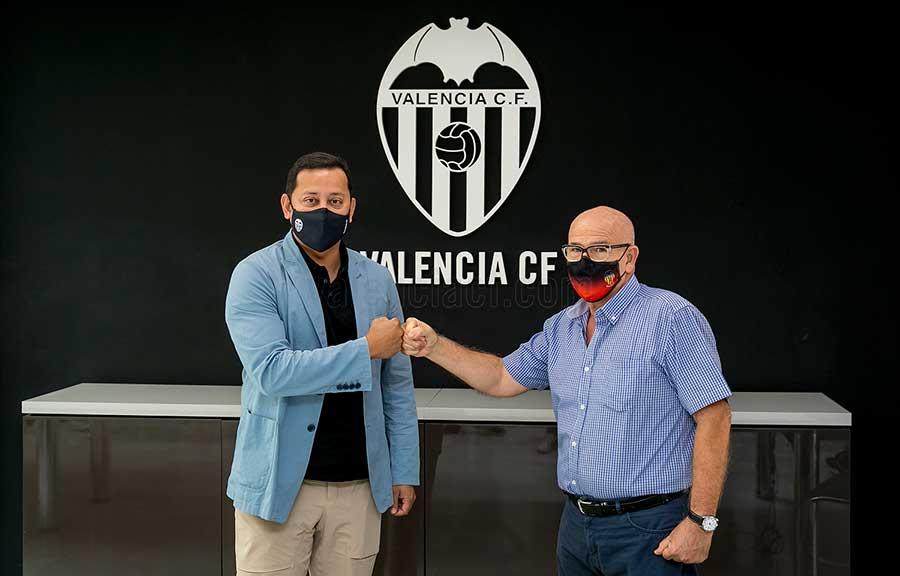 Firma-acuerdo-Valencia-CF-y-APAVCF-2021-1a